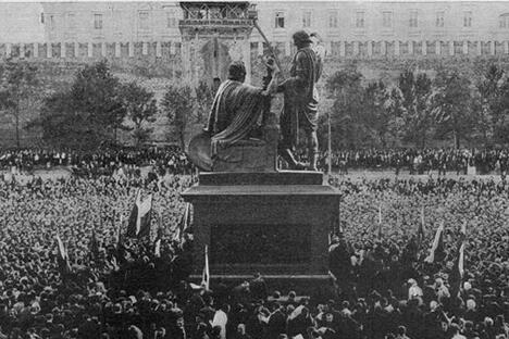 十月革命以前的米宁和波扎尔斯基纪念碑。图片来源:PressPhoto