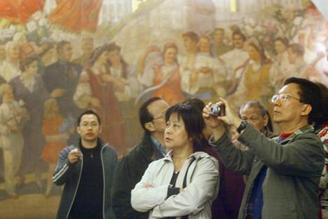 中国旅客在莫斯科地铁。图片来源:俄通社-塔斯社