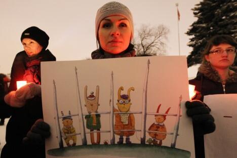 至于反对物业费上涨的抗议人群是否会像莫斯科去年冬春季的抗议者那样 推出某种政治要求,专家们的意见发生了分歧。图片来源:塔斯社