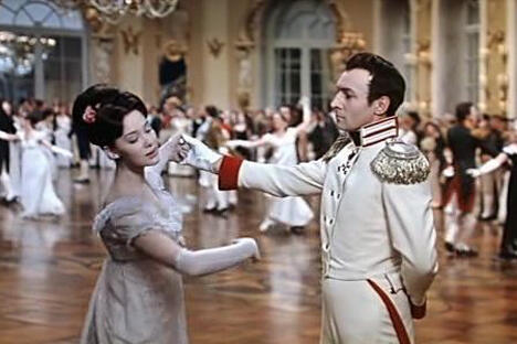 影片剧照:娜塔莎•罗斯托娃伯爵小姐的第一支舞