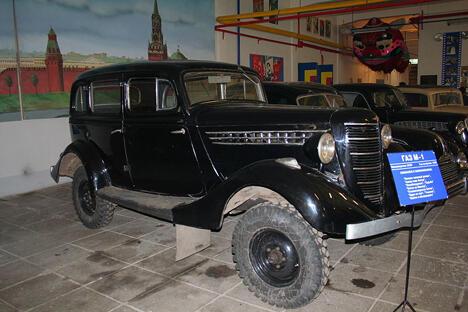 博物馆陈列的GAZ M-1型加长轿车。摄影:Savin