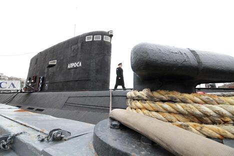 """2013年3月18日,黑海舰队柴油动力潜艇""""阿尔罗萨""""。图片来源:俄通社-塔斯社"""
