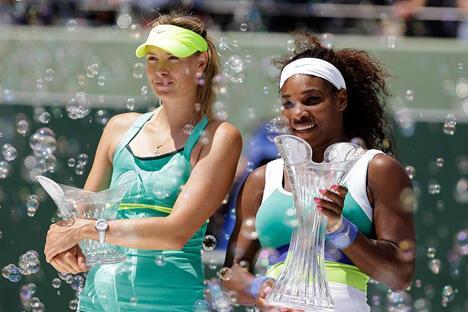 2013年3月30日,在美国佛罗里达州比斯坎湾举行的索尼网球公开赛中,小威廉姆斯在与莎拉波娃的对阵中,最终以4-6、6-3和6-0的比分胜出。图片来源:AP
