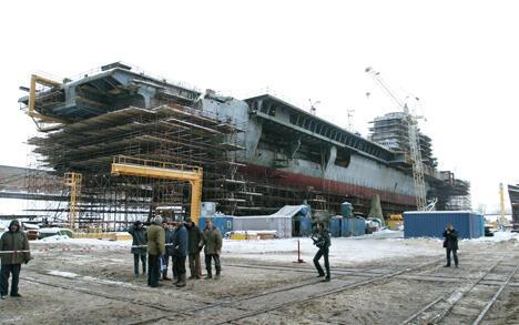 """目前,位于俄圣彼得堡""""北方造船厂""""的该艘军舰即将建造完成。图片来源:塔斯社"""