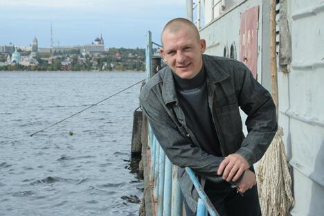 俄罗斯著名跳水运动员萨乌丁受邀参加江苏卫视跳水真人秀节目。图片来源:生意人报