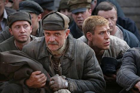 米哈尔科夫在自己执导的《烈日灼人2:逃难》中担任主演