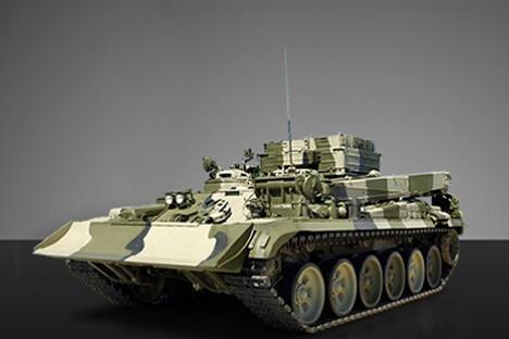 普通坦克不适于巷战,因为它们在建筑物之间比在战场上更容易遭到近距离攻击。1995年格罗兹尼突击失败的原因在很大程度上就在于此,当时武装分子从房顶用手持掷弹筒攻击坦克。图片来源:uvz.ru