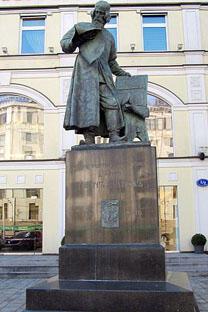 伊万·菲奥多罗夫纪念碑。