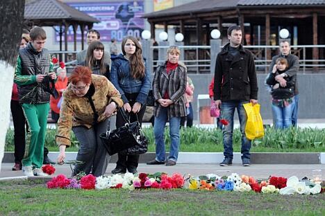 """一些俄政治家将枪击案同波士顿爆炸案相类比并指责媒体""""复述""""大屠杀细节导致惨案频发。图片来源:俄新社"""