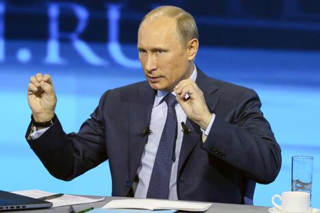 """在被问及国防部长谢尔盖•绍伊古是否有可能成为他的继任者时,普京拒绝作出预测,只是说: """"俄罗斯人民会挑选出我的接班人。""""图片来源:俄通社-塔斯社。"""