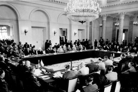 华沙条约组织签字仪式。图片来源:Bundesarchiv/Bild