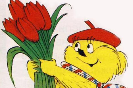 头戴红色贝雷帽、裹着围巾的黄色毛茸茸的穆尔吉尔卡
