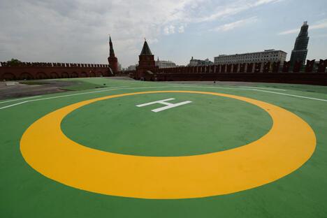 乘直升机从政府专用的伏努科沃机场到克里姆林宫只需5-7分钟的时间。外国领导人访俄时也可以用这种方式抵达莫斯科市中心。图片来源:俄新社