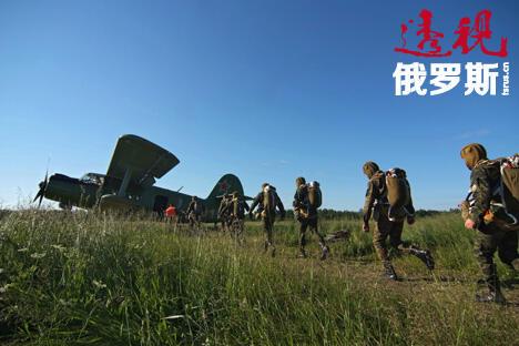 今年十月,俄罗斯和中国空降兵将举行跳伞比赛。图片来源:俄新社