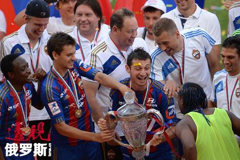中央陆军队庆祝赢得俄罗斯杯赛。图片来源:俄新社