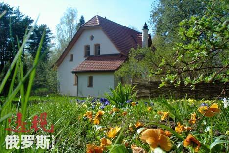 房子现在的主人依然保持了祖先生活时期的风格和传统。摄影:Elena Potapova