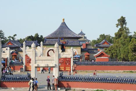 那里有许多宫殿、皇家花园、自然美景、琳琅满目的商品以及欧洲人不知道的大都市。图片来源:Flickr/ absorbb