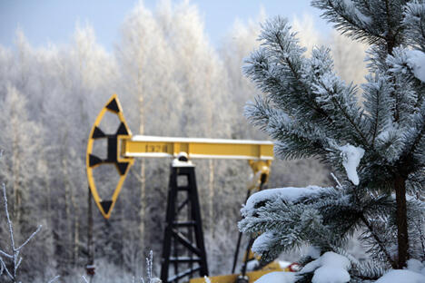 """俄各大石油公司对本国石油生产动态及其前景不予置评。""""这个问题太过微妙。""""某石油公司人士说。他提醒说,石油巨头们已多次宣布,为确保行业有效发展,需要稳定的长期投资环境。图片来源:Press Photo"""