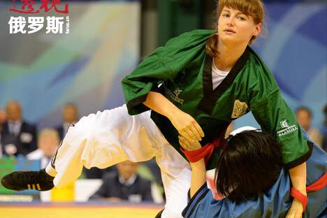 突厥民族传统体育项目带式摔跤首次被列为世界大学生运动会比赛项目。图片来源:俄新社