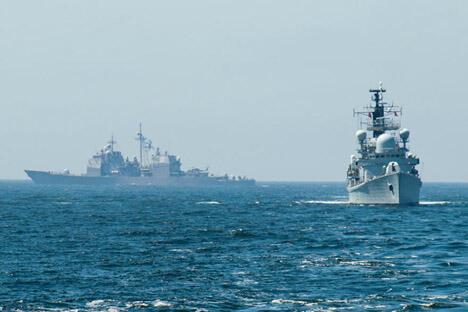 俄罗斯国防部新闻处表示,超过16万名官兵,约1000辆坦克和装甲战车,130架远程战机、军用运输机、战斗机、轰炸机、陆军航空战机和直升机,以及70多艘海军舰艇参加此次军事行动。图片来源: 俄罗斯国防部网站