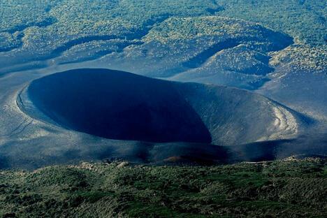 """""""爷爷岳""""火山。图片来源:strana.ru"""
