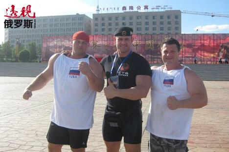 米哈伊尔•施夫利亚科夫(中间)。图片来源:vk.com/Vasily_Grishenko