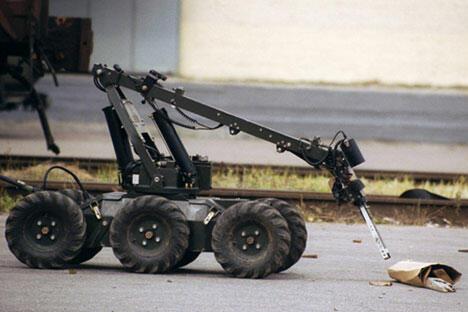 机器人可用于昼夜监控,能在–20 ~ +40°C之间的几乎所有季节条件下使用。它有四个轮子,后轮驱动,整体重量为120公斤,行进时速为5-7公里。图片来源:Photoxpress