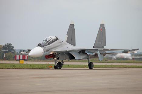 图中:苏-30战斗机。美国五角大楼初步认为,第六代战机应具有超级隐身性和机动性、特超声速(约5800公里/时),驾驶方式应可选——既可以是机器人,也可以是人。图片来源:vitalykuzmin.net / Vitaly V. Kuzmin