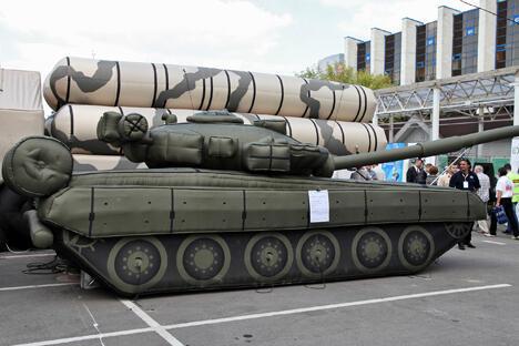 T-80充气坦克。摄影:Vitaly V. Kuzmin