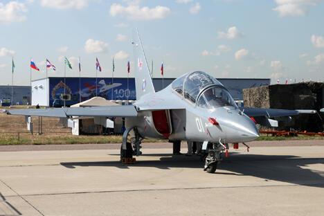 俄罗斯雅克-130在巴黎—布尔歇国际航空航天展上被国际专家公认为教练机中的最佳机型。摄影:Vitaly V. Kuzmin