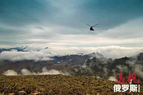 乘坐直升机前去观赏间歇泉谷将是令人难忘的旅程。来源:Lori Images
