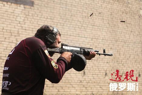 突击步枪是世界各国军队的主要武器,因此所有武器制造商都在争夺其销售市场。图片来源:Press Photo