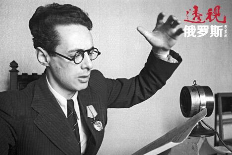 讽刺的是,列维坦在战争期间如此出名,但在后来的生活却发现自己很难在电台找到工作。苏联政府高层认为他的声音和战争的关联太紧密了。他的出现只局限于苏联生活中的重大活动,例如宣布第一次载人航天或是斯大林逝世。图片来源:塔斯社