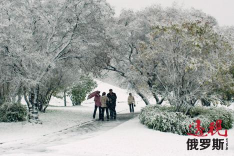 冬天在索契,需要随身携带一把伞,因为比起下雪,这里更经常下雨。图片来源:Lori / Legion Media