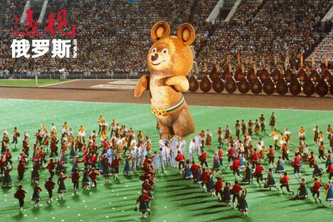 """奥利地马术冠军伊丽莎白·马克斯-托勒承认,当看到""""巨大的俄罗斯熊飞上天空""""时,她的眼泪奔涌而出。莫斯科奥运会的小熊米沙至今仍被认为是奥运历史上被人们接受并记住的最佳吉祥物之一。图片来源:俄新社"""