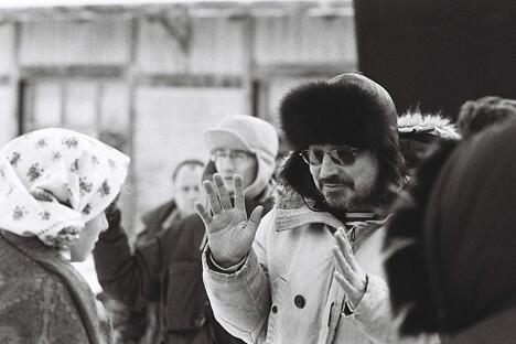 2008年2月25日,巴拉邦诺夫(右)指导电影《吗啡》时的工作照。图片来源:Wikipedia/Oleg Belyaev