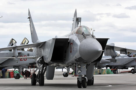 米格-31战斗机能截击任何目标:其截击对象包括从低空巡航导弹到卫星。  图片来源:wikipedia/Vitaly Kuzmin