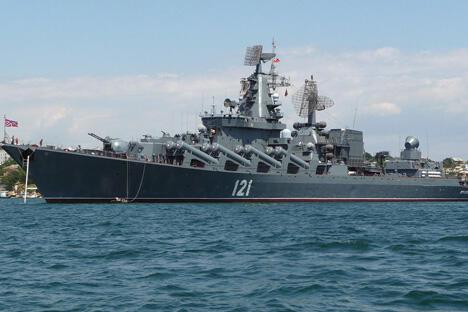 俄罗斯黑海舰队旗舰导弹巡洋舰《莫斯科》图片来源:wikimedia.org/George Chernilevsky