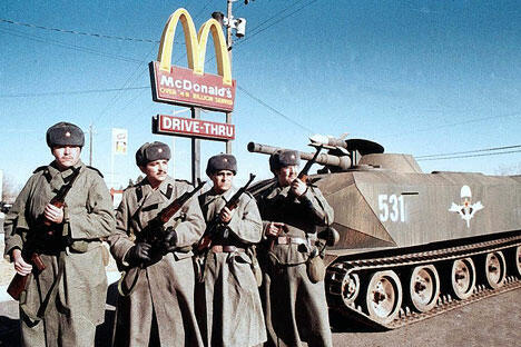 电影《红色黎明》中的镜头 图片来源:kinopoisk.ru