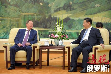 俄罗斯总统办公厅主任谢尔盖·伊万诺夫(左)访华期间与中国国家主席习近平举行会晤。图片来源:Alexey Drujinin / RIA Novosti