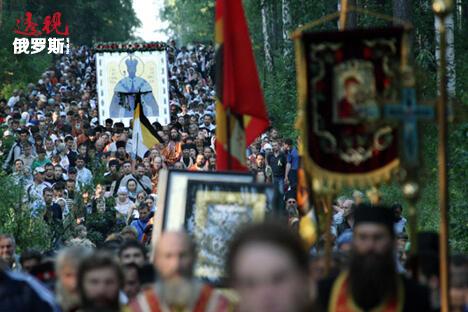 纪念皇室家庭的游行活动。图片来源:俄新社