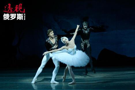 尤莉娅娜·洛帕特金娜和伊万·科兹洛夫。图片来源:Valentin Baranovsky/马林斯基剧院