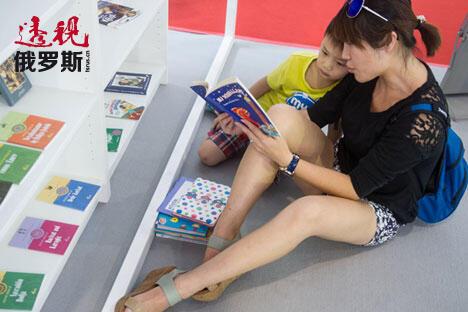 2014年8月,北京国际图书博览会的参观者。图片来源:Photoshot/Vostock Photo