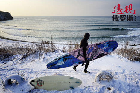 Russian surfers open winter season CN
