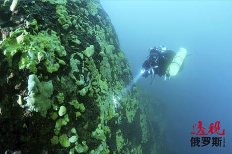 Russian diver set Baikal scuba dive record CN
