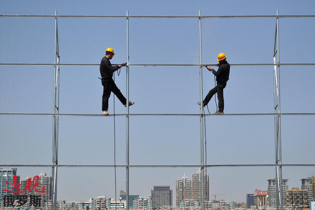 China construction workers