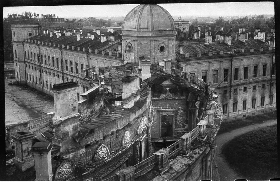 二战期间的宫殿。图片来源:Press Photo
