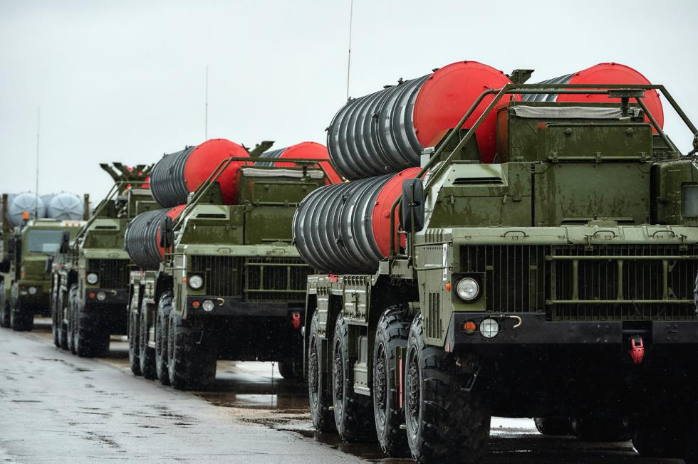 """""""凯旋""""S-400防空系统。图片来源:Alexei Danichev / 俄新社"""