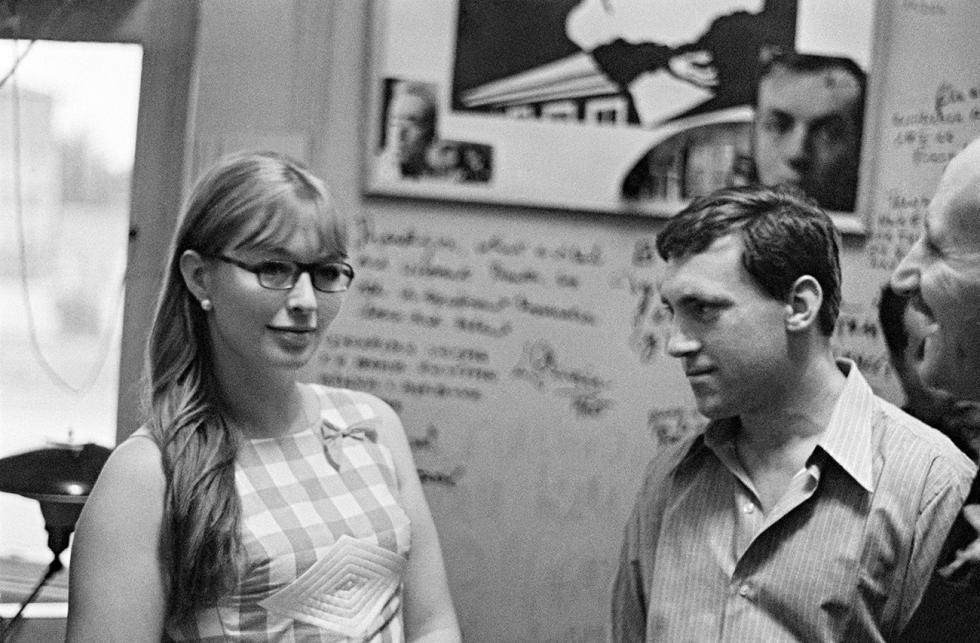 弗拉基米尔·维索茨基与玛丽娜·弗拉迪。图片来源:Anatoliy Garanin/俄新社