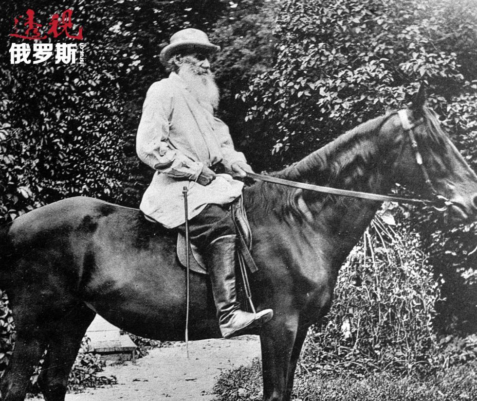 列夫·托尔斯泰在亚斯纳亚波良纳庄园骑马。图片来源:俄新社